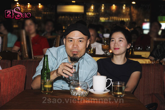 Huy Tuấn đưa vợ trẻ xinh đẹp đi nghe nhạc 3