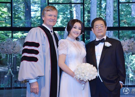 63 tuổi, Lưu Hiểu Khánh kết hôn lần thứ 4 với đại gia 71 tuổi 5