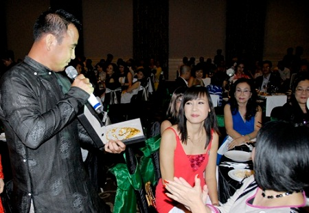Sao Việt chứng tỏ sức ảnh hưởng bằng đấu giá từ thiện 20