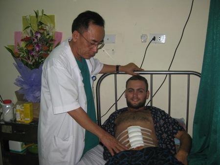 Bệnh nhân nước ngoài viết thư cám ơn bác sĩ 1