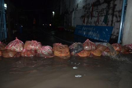 TPHCM bị ngập khủng khiếp sau trận mưa và triều cường 23