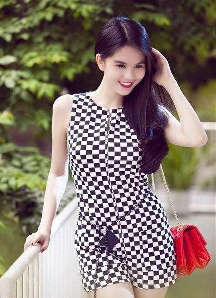Sao Việt đua nhau diện váy ô bàn cờ 2