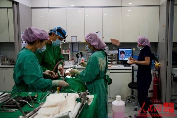 """Toàn cảnh quy trình phẫu thuật thẩm mỹ của thiếu nữ Hàn gây """"sốt"""" 9"""