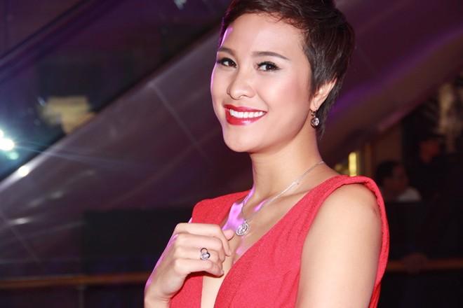 Ngô Thanh Vân nổi bật với chiếc nhẫn giá hàng trăm triệu 8