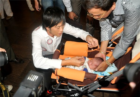 Hoài Linh nhận con gái Hồng Tơ làm con nuôi 7