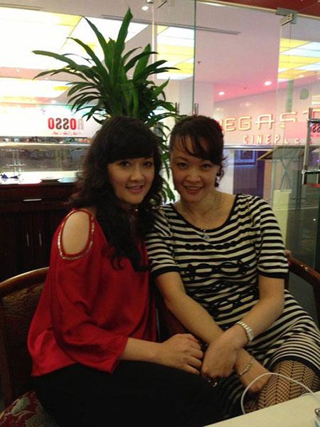 Chị gái Vân Dung lần đầu lộ diện 5
