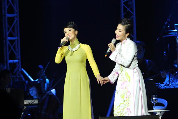 Hồng Nhung mặc váy đụp, hát như nhập đồng 7