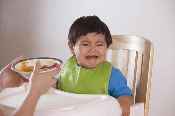 Giải đáp những khó khăn của mẹ khi cho con ăn 1