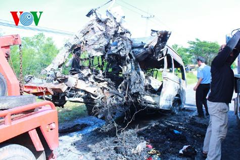 Hình ảnh vụ tai nạn thảm khốc tại Thái Lan làm 12 người Việt tử nạn 3