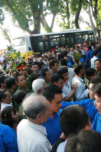 Hàng vạn người đổ về viếng Đại tướng Võ Nguyên Giáp 5