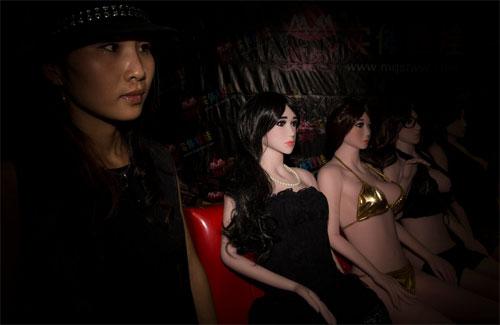 Triển lãm tình dục hút mắt đàn ông Trung Quốc 2