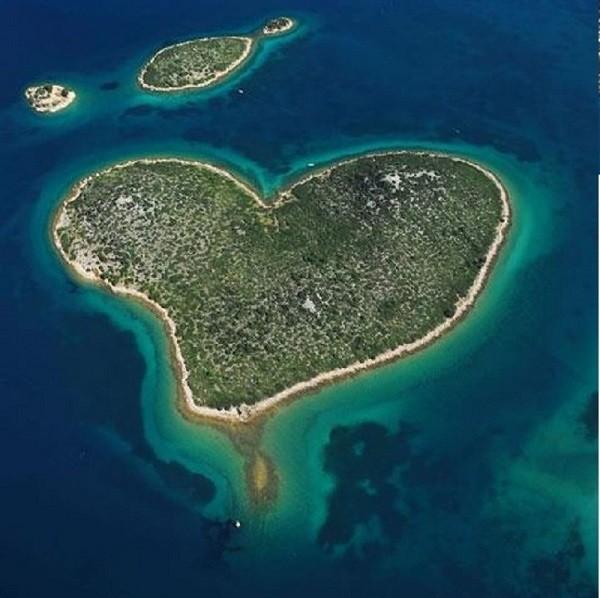 Những hòn đảo hình trái tim tuyệt đẹp trên thế giới 12