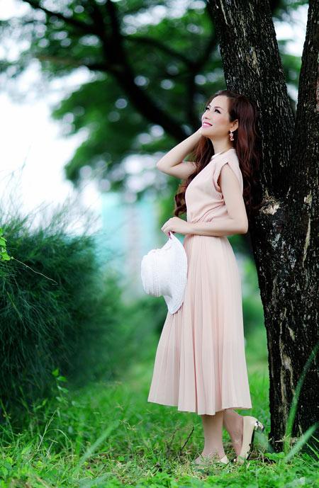 Hoa hậu Yến Nhi duyên dáng cùng nón thu 5