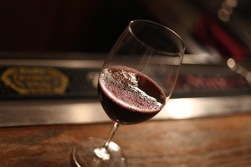 Cách làm đẹp da đơn giản từ mặt nạ rượu vang 2