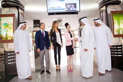Lý Nhã Kỳ thanh lịch khi làm việc với nhiều trường đại học ở Dubai 12