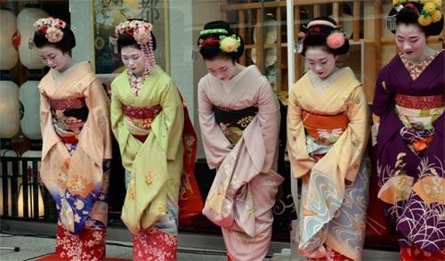Ngắm các nữ sinh geisha Nhật xinh đẹp xuống phố 4