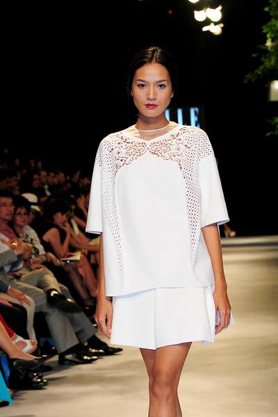 Người mẫu Minh Tú diện váy cưới lộ phần nhạy cảm 12
