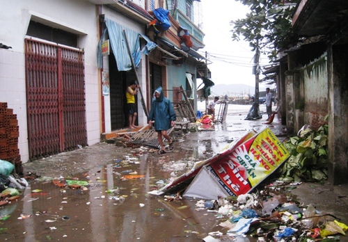 Cận cảnh sự tàn phá sau bão số 6 2