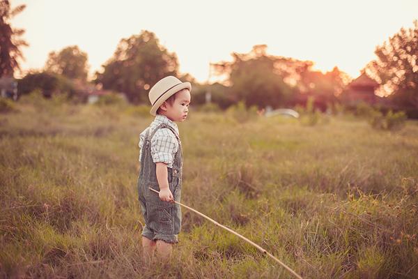 Con trai Lý Hải sành điệu tung tăng trên đồng cỏ 5