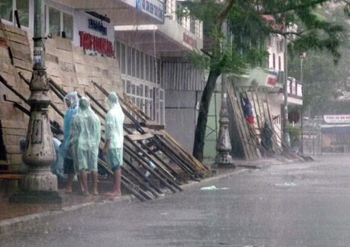 Bão đổ bộ Quảng Ninh 2