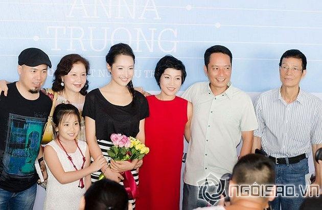 """Những cuộc """"xâm lăng"""" kín mặt báo của 3 đại gia đình sao Việt 17"""