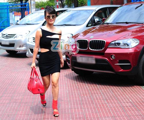Hồng Nhung mặc táo bạo đi chấm The Voice 2