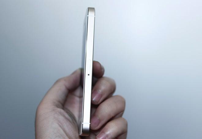 Mở hộp iPhone 5S vừa về Việt Nam 8