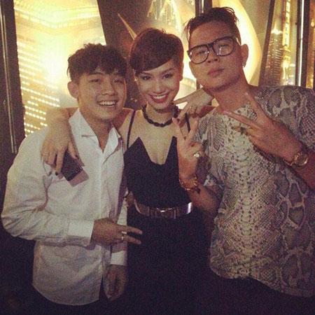 Vợ chồng Hà Tăng vui vẻ đến dự sinh nhật của Trà My Idol 4