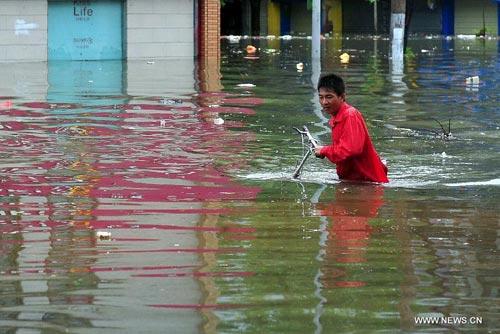 Cận cảnh sức tàn phá của bão Kalmaegi ở miền nam Trung Quốc 12