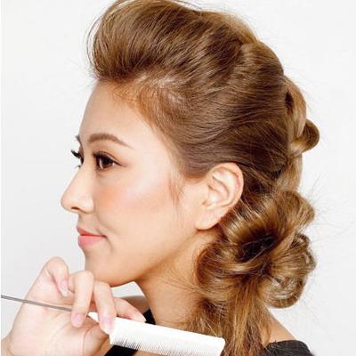 Cách đơn giản thực hiện 2 kiểu tóc đẹp ngày hè cho nàng công sở 13