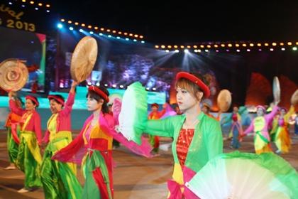 Ngắm hình ảnh rực rỡ tại lễ hội Carnaval Hạ Long 2013 16