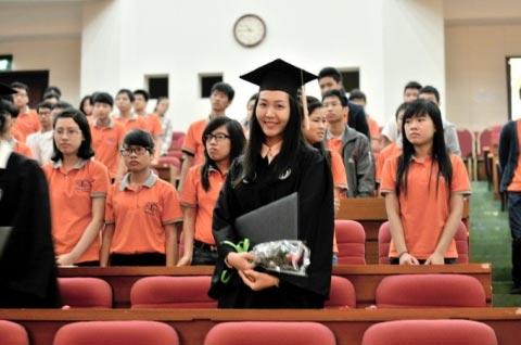 Á hậu Thùy Trang chuẩn bị lên xe hoa 2