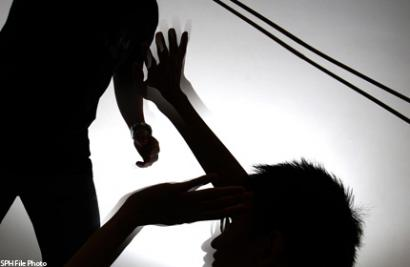 """Đi học muộn, bị giáo viên đánh và gây tổn thương """"vùng kín"""" 1"""