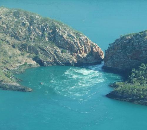 """Những thác nước """"kỳ lạ"""" nhất thế giới 7"""
