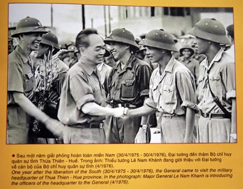 Chuyện 2 trung tá Mỹ quỳ dưới ảnh Tướng Giáp 4