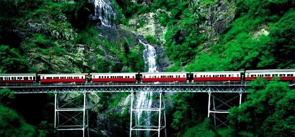 """Các tuyến đường sắt đẹp """"hiểm trở đến thót tim"""" trên thế giới 14"""