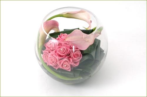 6 cách cắm hoa đẹp trong bình cá tròn 4
