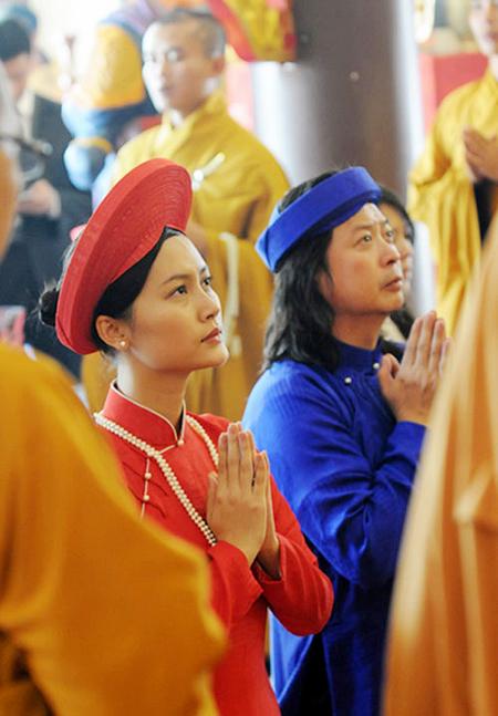 Sao Việt làm đám cưới nơi cửa Phật 1