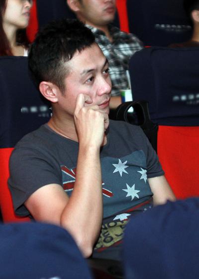 Vợ MC Anh Tuấn bất ngờ xuất hiện ở buổi ra mắt phim 2