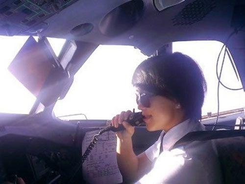 Ba nữ phi công Việt Nam nổi hơn hotgirl 12