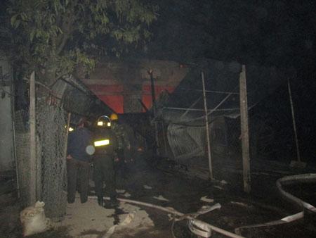 Cửa hàng gas cháy nổ, đổ sập trong đêm Noel 1