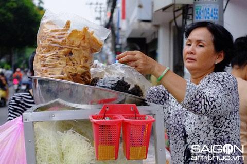 Những món quà vặt xếp hàng ăn ở Sài Gòn 2