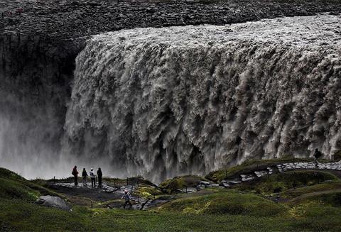 """Vẻ đẹp """"mê hồn"""" của thác nước 'dữ dội' nhất châu Âu 7"""
