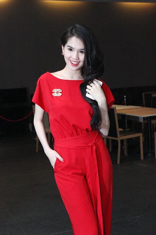 Phong cách thời trang quyến rũ của Ngọc Trinh 58