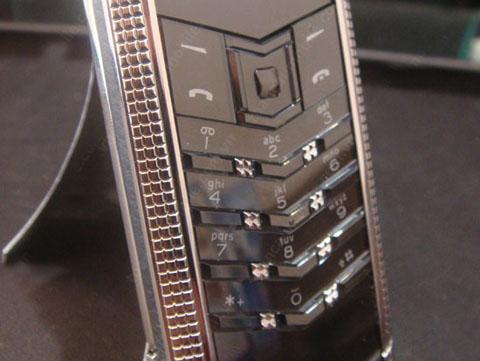 Cận cảnh điện thoại đắt gấp 20 lần iPhone 5 3