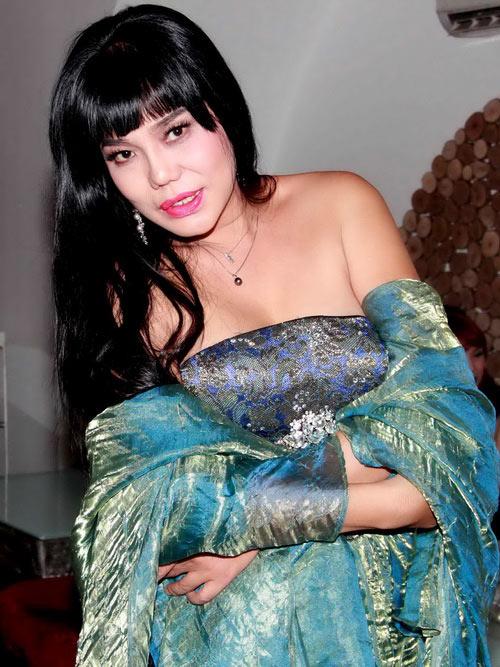 Hoảng hồn cảnh Cindy Thái Tài áp má Don Nguyễn vào bộ ngực đồ sộ 1