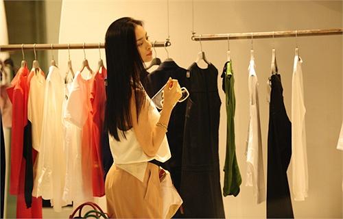 Ngô Thanh Vân mất điểm khi để lộ mặt mộc 6
