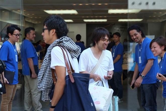 iPhone 5S đầu tiên tại Sài Gòn được bán với giá 52 triệu 16