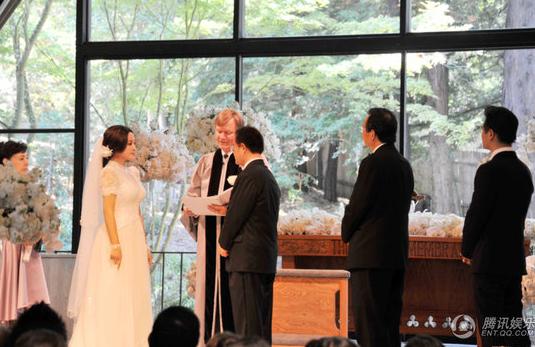 63 tuổi, Lưu Hiểu Khánh kết hôn lần thứ 4 với đại gia 71 tuổi 4