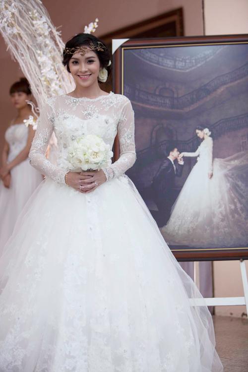 Chiêm ngưỡng váy cưới 1.400 USD của Miss Kim Phượng 1